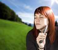 Mädchen, das überwachendes Fernsehen träumt Lizenzfreies Stockfoto