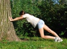Mädchen, das Übung tut Lizenzfreie Stockfotografie