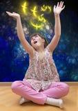Mädchen, das auf abstraktem Hintergrund meditiert lizenzfreie stockbilder