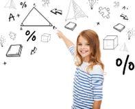 Mädchen, das auf Dreieck auf virtuellem Schirm zeigt Lizenzfreie Stockfotos