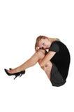 Mädchen, das auf Fußboden sitzt. Lizenzfreies Stockfoto