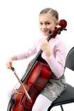 Mädchen, das auf Violoncello spielt Lizenzfreie Stockbilder
