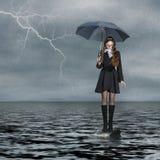 Mädchen, das auf Wasser steht Lizenzfreies Stockbild