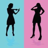 Mädchen, das durch Handyvektorillustration spricht Stockbilder