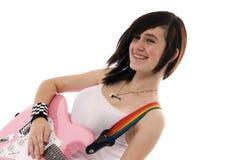 Mädchen, das eine Gitarre spielt Stockfoto