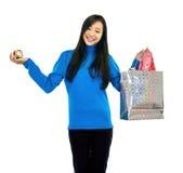 Mädchen, das einen Geschenk-Beutel anhält Lizenzfreie Stockbilder