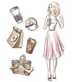 Mädchen, das einen Imbiß isst Schaumgummiringe und Kaffee Lizenzfreies Stockfoto