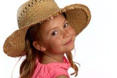 Mädchen, das einen Strohhut trägt Stockfoto