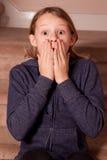 Mädchen, das entsetzt schaut Stockbild