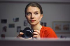 Mädchen, das Foto von macht Stockfotografie