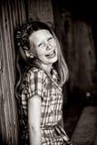 Mädchen, das freudig lacht Stockfotografie