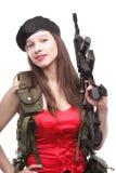 Mädchen, das Gewehr islated auf weißem Hintergrund hält Stockbild