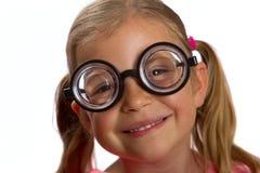 Mädchen, das große runde Gläser trägt Lizenzfreie Stockfotos