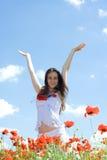 Mädchen, das herauf ihre Hände steigt Stockfotos