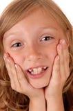 Mädchen, das ihr Gesicht hält Stockfoto