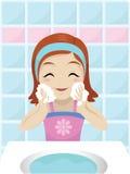 Mädchen, das ihr Gesicht wäscht Lizenzfreies Stockfoto
