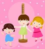 Mädchen, das ihre Höhe überprüft Lizenzfreie Stockbilder