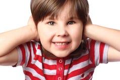 Mädchen, das ihre Ohren abdeckt Lizenzfreie Stockfotografie
