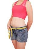 Mädchen, das ihre Taille misst Lizenzfreie Stockfotografie