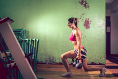 Mädchen, das Laufleinenübung tut lizenzfreies stockbild