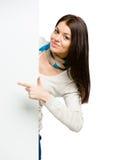 Mädchen, das mit dem Zeigefinger auf copyspace zeigt Stockfotos