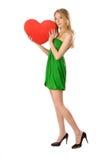 Mädchen, das mit großem rotem Innerem steht Stockfoto