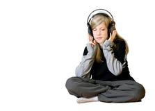Mädchen, das Musik 2 hört stockfoto