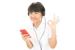 Mädchen, das Musik hört Lizenzfreie Stockbilder