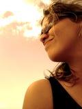 Mädchen, das nach vorn schaut (golden) Lizenzfreies Stockfoto