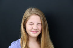 Mädchen, das Nase knittert Lizenzfreies Stockbild
