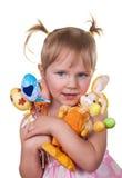 Mädchen, das Ostereier und Osterhasen hält stockfotos