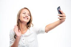 Mädchen, das selfie Foto beim Wellenartig bewegen der Palme macht Stockfoto