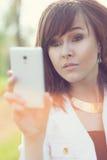 Mädchen, das selfie nimmt Stockfotos