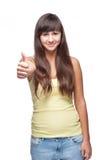 Mädchen, das sich Daumen zeigt Stockfoto