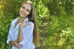 Mädchen, das Sommer genießt Lizenzfreie Stockfotografie