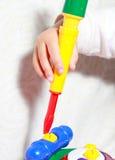 Mädchen, das Spielzeug spielt Lizenzfreies Stockfoto