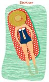 Mädchen, das am Strand ein Sonnenbad nimmt Stockfotos