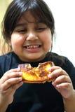 Mädchen, das Toast isst Lizenzfreie Stockfotografie