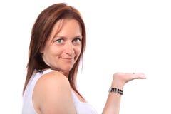 Mädchen, das unbelegte Hand zeigt Stockbild