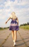 Mädchen, das weg läuft Lizenzfreie Stockfotos