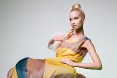 Mädchen, das wie Barbie-Puppe aussieht Lizenzfreie Stockfotografie