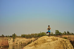 Mädchen, das Yoga tut Lizenzfreies Stockfoto