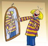 Mädchen, das zum Spiegel lacht Lizenzfreies Stockfoto