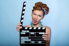 Mädchen, das zur Kamera aufwirft Lizenzfreie Stockfotografie