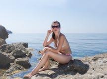 Mädchen in dem Meer lizenzfreie stockfotografie