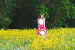 Mädchen in den Blumen Lizenzfreie Stockfotografie