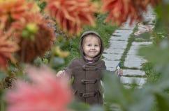 Mädchen in den Blumen Lizenzfreies Stockfoto