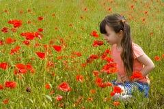 Mädchen in den Blumen Stockfoto