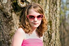 Mädchen in den Sonnenbrillen Stockfoto