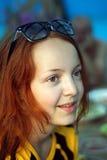 Mädchen in den sunglasseses Stockbild